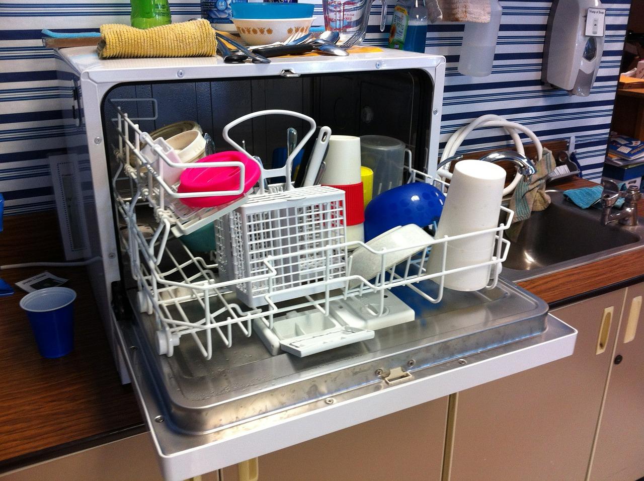 Full compact dishwasher