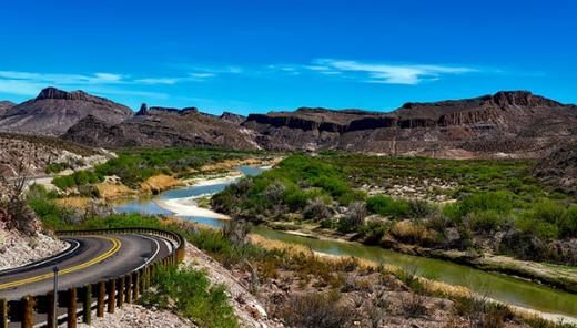 Rio Grande river and mountains