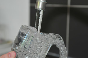 water glass faucet drink-1154080.jpg